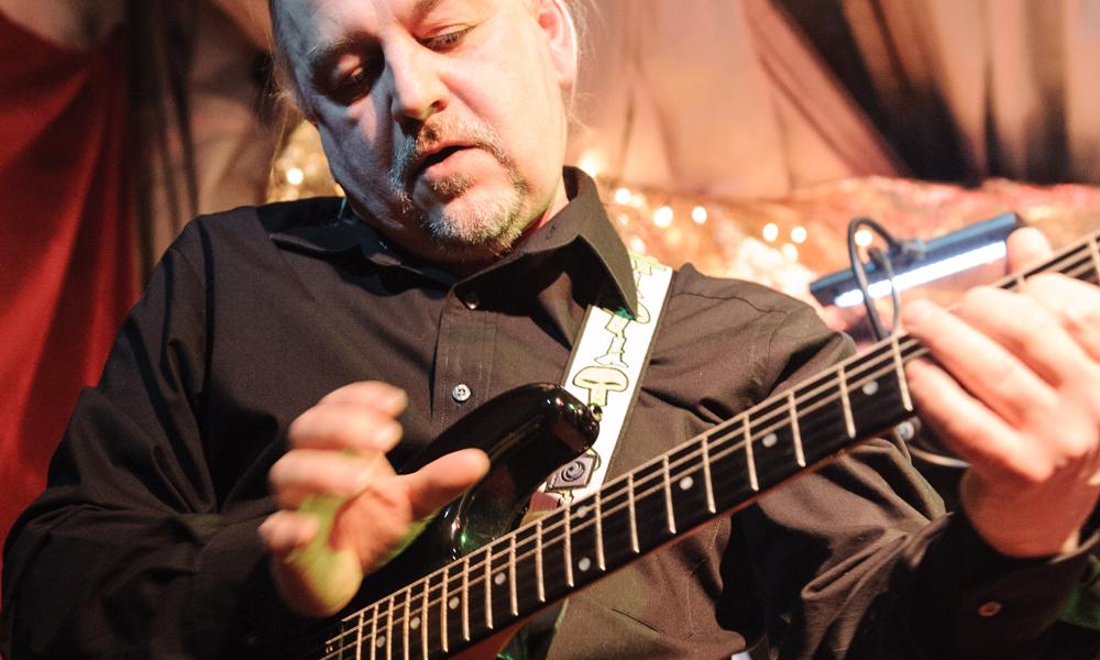 alter Bekannter an der Gitarre – Detlef Herrmann hilft beim Lister Meilen Fest aus